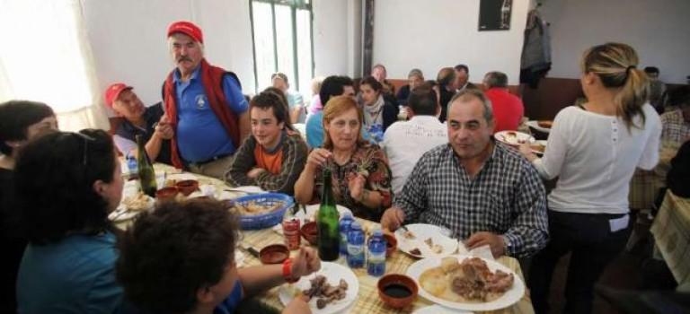 Fiesta de la carne ó caldeiro e Bola con Torrezno de Dozón